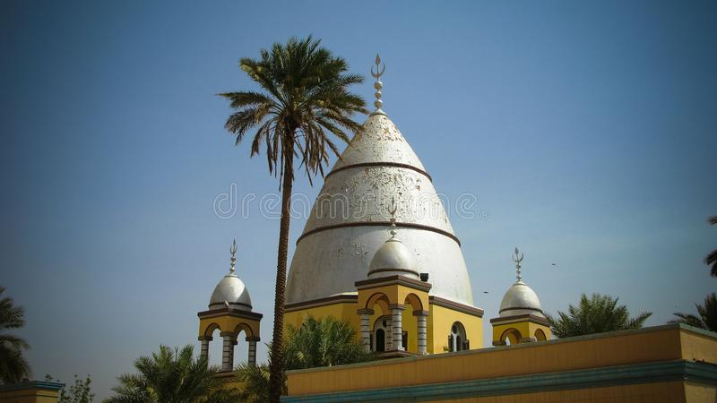 对阿訇Al迈赫迪坟茔,恩图曼,苏丹的外视图 库存照片