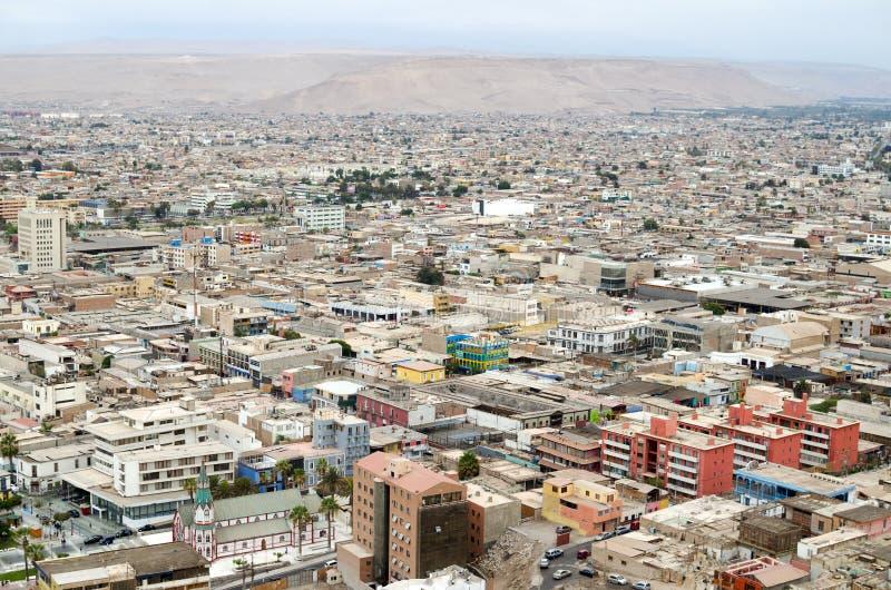 对阿里卡镇的鸟瞰图在智利沙漠 免版税图库摄影
