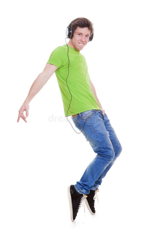 对音乐的青少年的跳舞 免版税库存图片