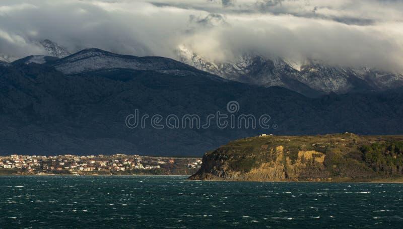 对飓风力量Bora的大风在Velebit海峡 免版税库存图片