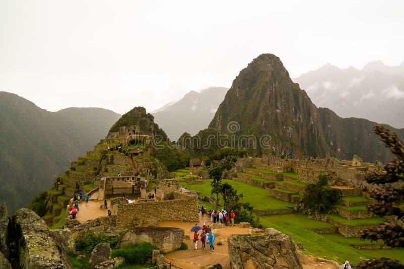 对马丘比丘考古学站点和Huayna Picchu山,库斯科省,秘鲁的全景 免版税库存图片