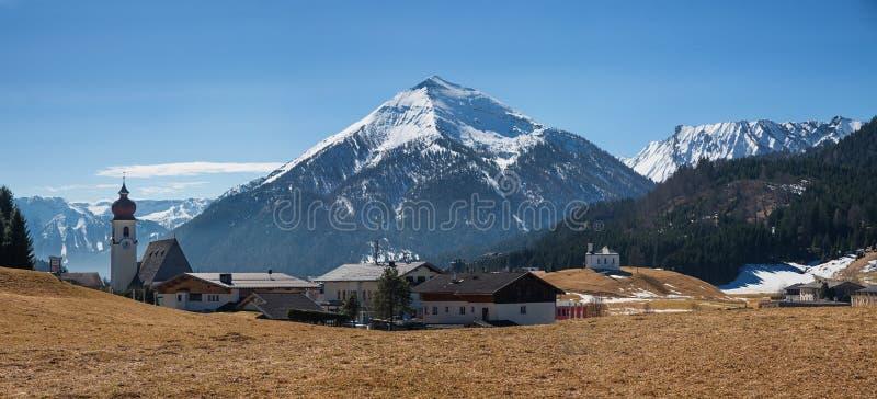 对高山目的地achenkirch的全景 免版税库存照片