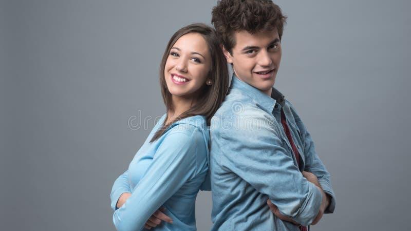 对年轻人的回到夫妇 免版税库存照片