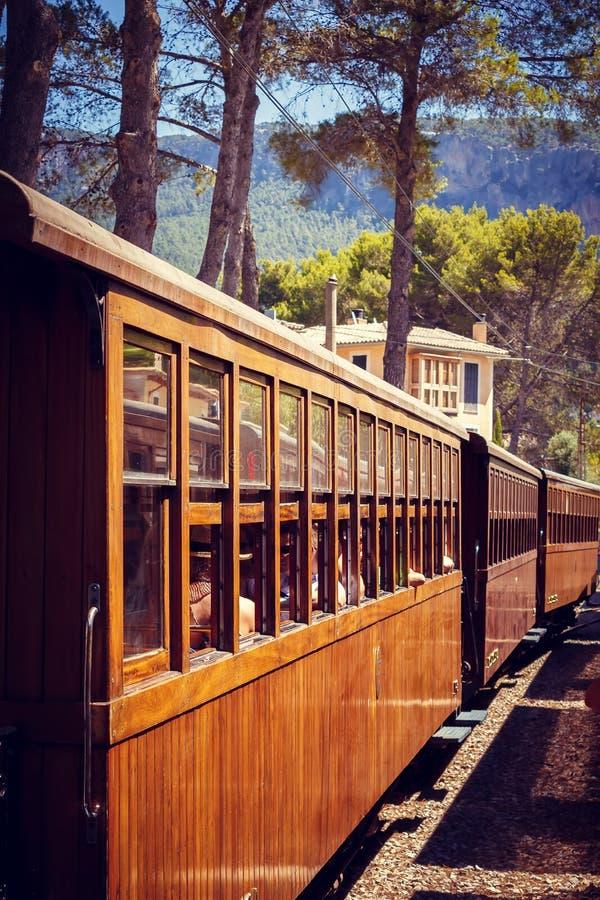 对索勒,马略卡的火车 免版税库存照片
