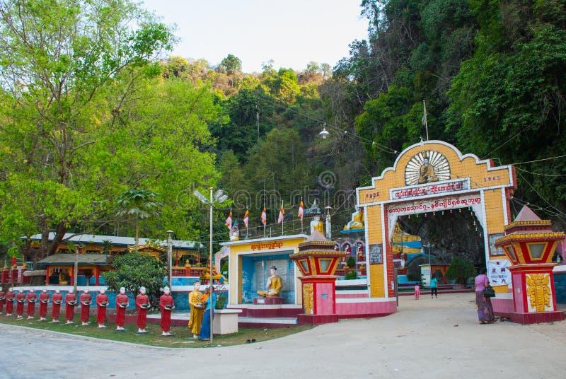 Download 对洞的入口 Hpa-An,缅甸 缅甸 编辑类照片. 图片 包括有 背包, 没人, 吸引力, 壁画, 地标 - 72357776