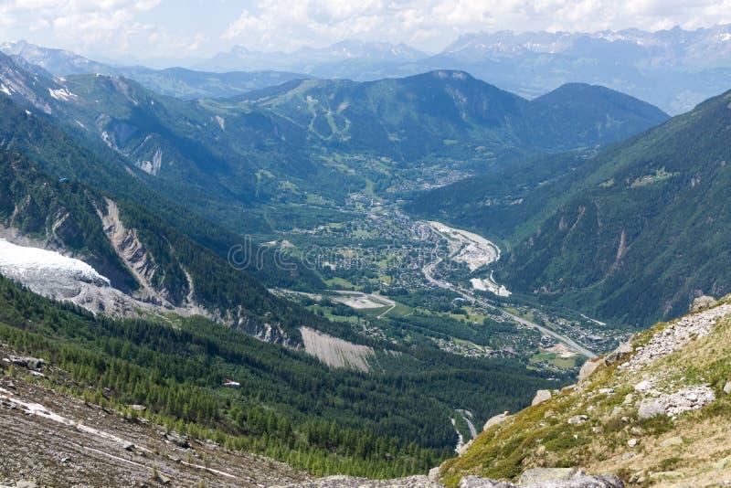 对绿色山谷的顶视图在法国阿尔卑斯 库存图片