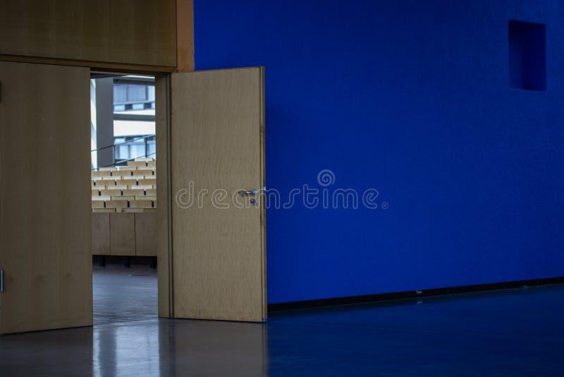 对audimax的入口在大学 免版税库存图片