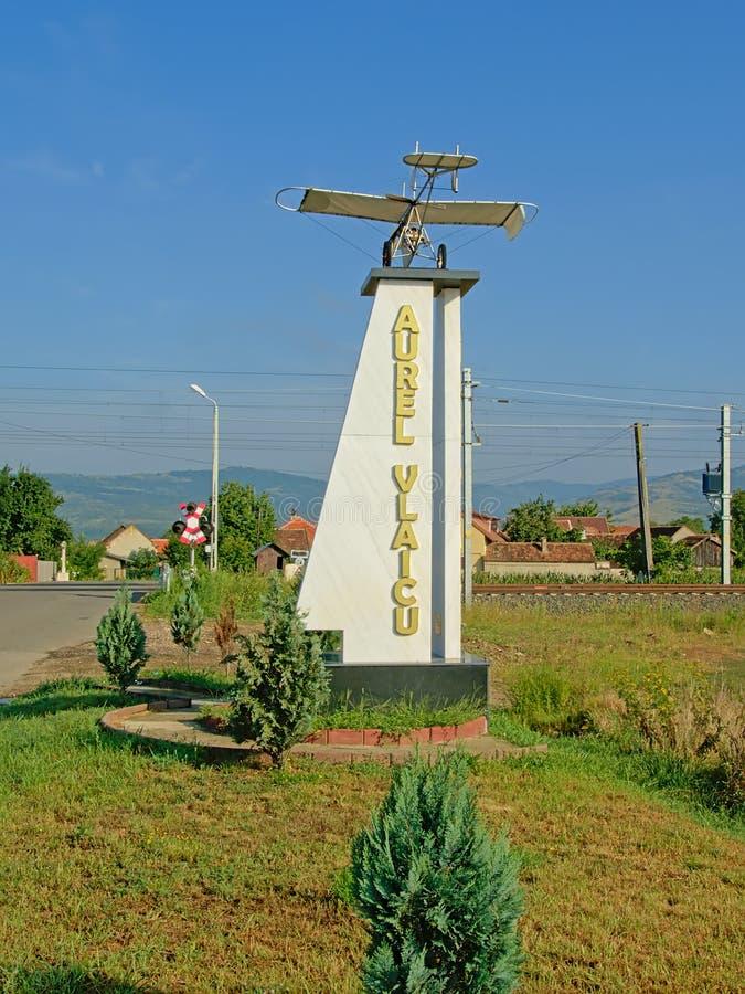 对Aurel Vlaicu、罗马尼亚工程师、发明者、飞机建设者和早期的飞行员的纪念碑 库存照片