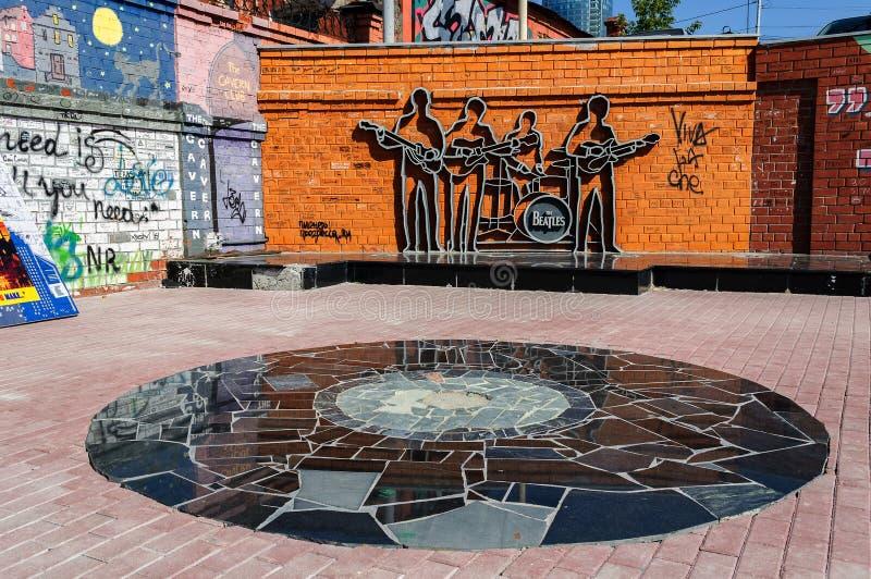 对Beatles, Ekaterinburg,俄罗斯的纪念碑 库存照片