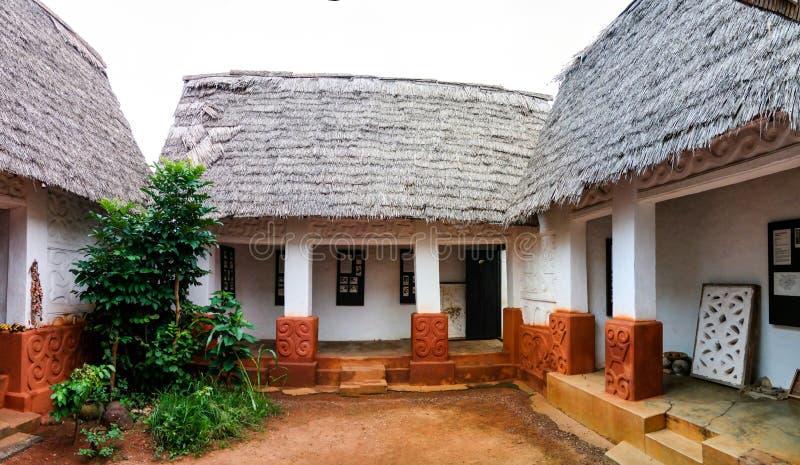 对Besease传统Asante寺庙的看法在, Ejisu,库马西,加纳 免版税库存照片