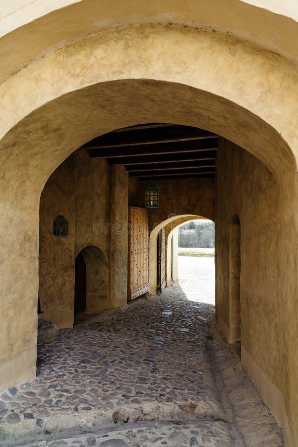 对Cesis拖曳世袭的社会等级的入口在拉脱维亚 免版税图库摄影