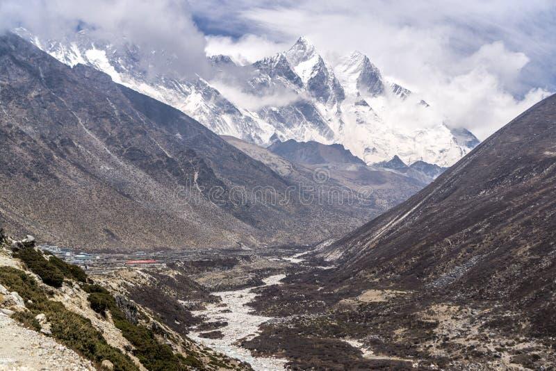 对Dingboche,尼泊尔的Tengboche 免版税库存照片