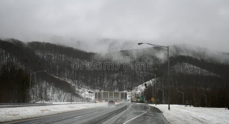 对East河山隧道的方法 免版税图库摄影
