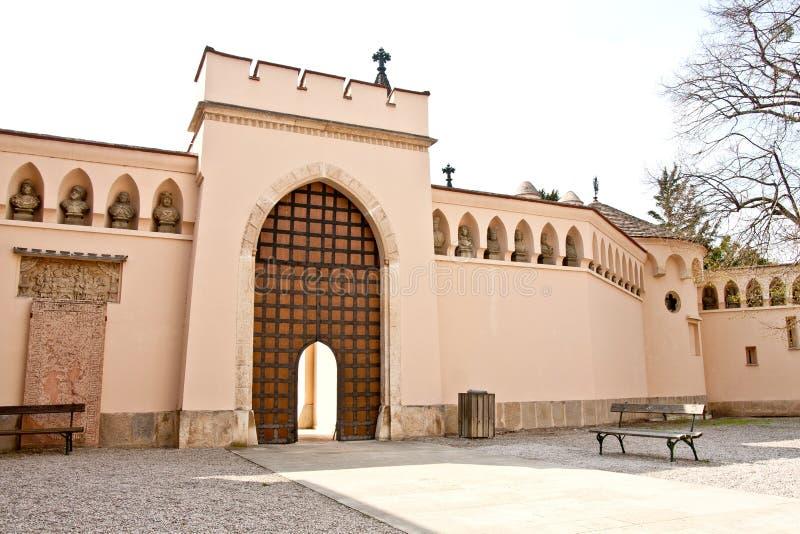 对Franzensburg城堡, Laxenburg,下奥地利州,奥地利庭院的门  库存照片