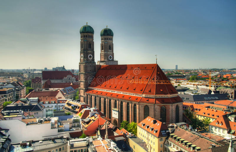 对Frauenkirche教会慕尼黑德国的鸟瞰图 免版税库存照片