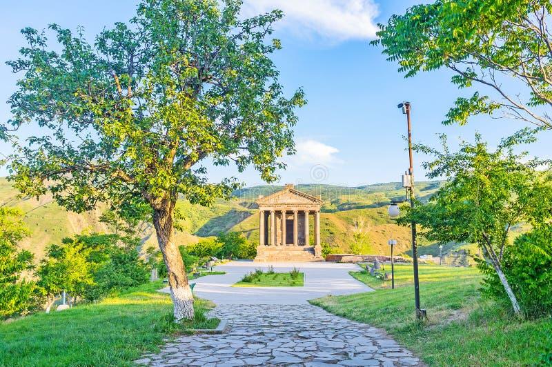 对Garni寺庙的方式 免版税库存图片