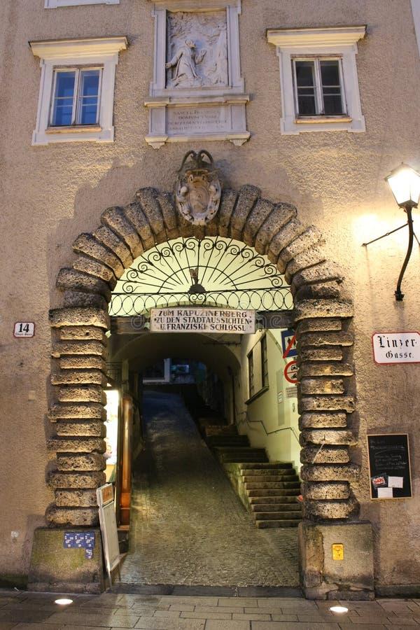 对Kapuzinerberg,萨尔茨堡的入口 库存图片