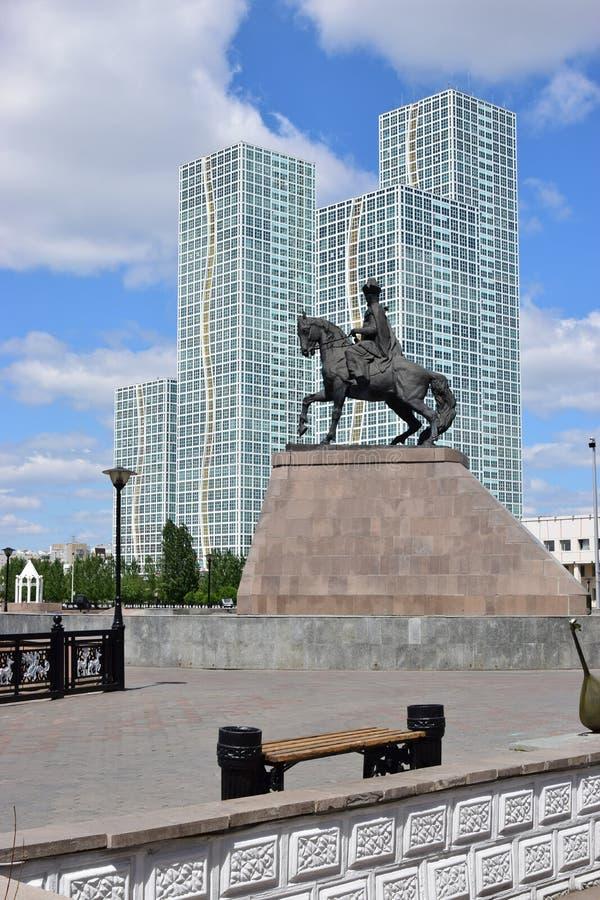 对Kenesary可汗的一座纪念碑在阿斯塔纳 免版税库存图片