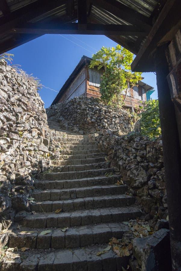 对Khonoma村庄,那加兰邦,印度的入口 免版税库存照片