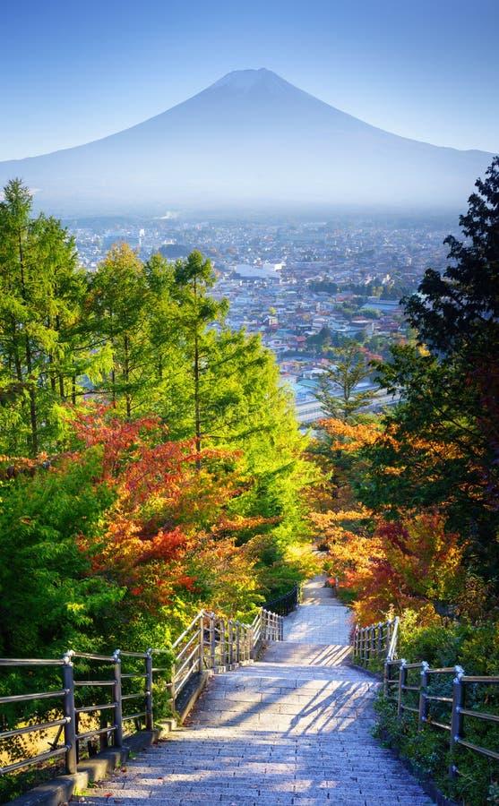 对Mt的楼梯 富士吉田市,日本 图库摄影