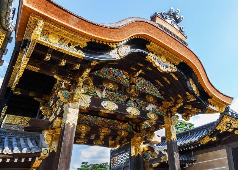 对Ninomaru宫殿的门Nijo城堡的在京都 图库摄影