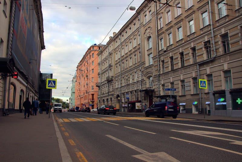 对Ostozhenka街的看法有它美好的建筑学的 免版税库存图片