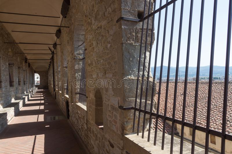 对Palazzo Vecchio塔的长的走廊在佛罗伦萨,托斯卡纳,意大利 库存照片