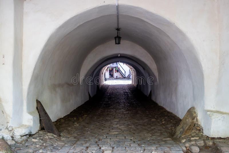 对Prejmer的入口门在Prejmer镇,布拉索夫县,特兰西瓦尼亚,罗马尼亚加强了教会,联合国科教文组织世界遗产名录站点 免版税库存照片
