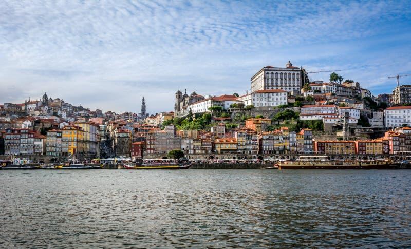 对Ribeira区的看法在杜罗河河 波尔图葡萄牙 库存图片