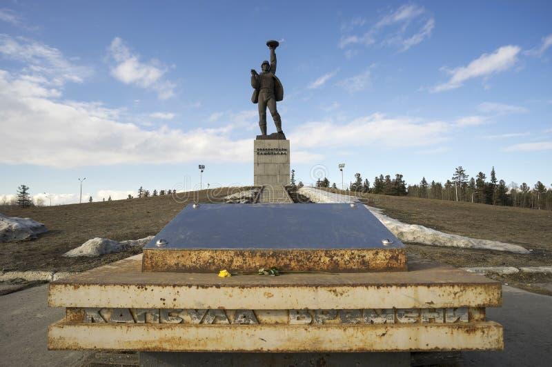 对Samotlor的征服者的纪念碑 免版税库存照片