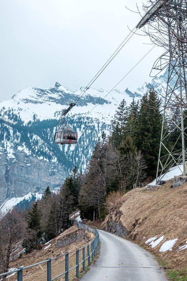 对Schitlhorn山顶,瑞士的一电车 免版税图库摄影