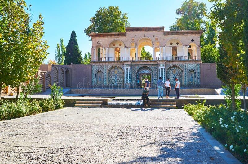 对Shazdeh庭院, Mahan,伊朗的入口 库存照片
