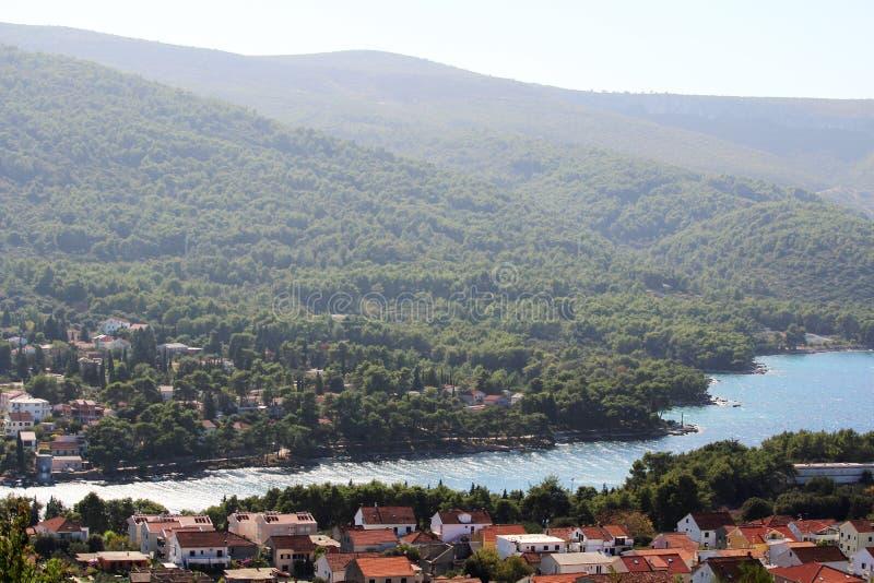 对Starigrad的看法,赫瓦尔岛海岛的一个镇 免版税库存图片
