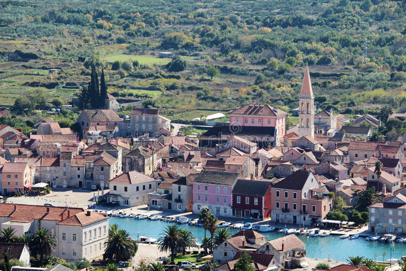 对Starigrad的看法,赫瓦尔岛海岛的一个镇 图库摄影