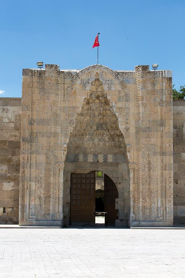对Sultanhani商队投宿的旅舍的入口在丝绸之路 免版税库存图片