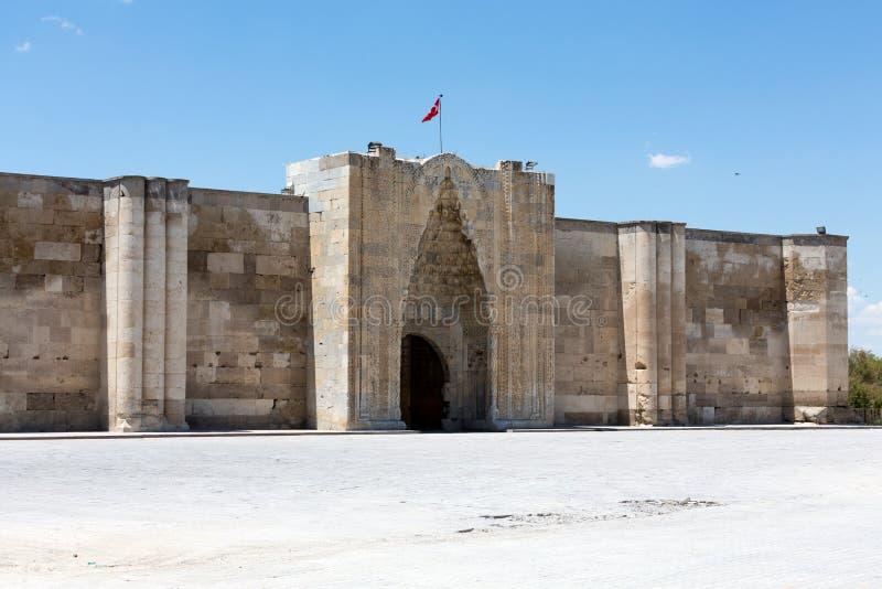 对Sultanhani商队投宿的旅舍的入口 库存照片