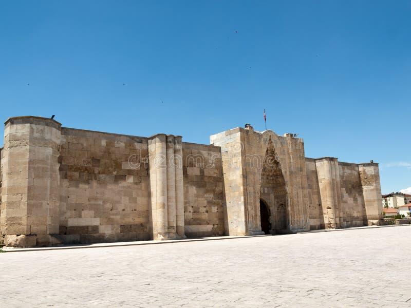 对Sultanhani商队投宿的旅舍的入口 图库摄影