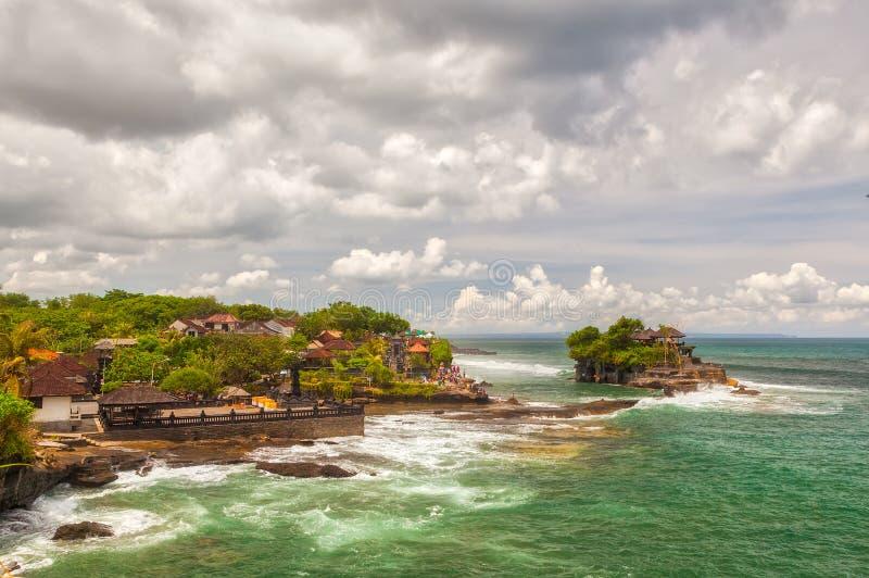 对Tanah全部海寺庙巴厘岛的鸟瞰图 免版税库存照片