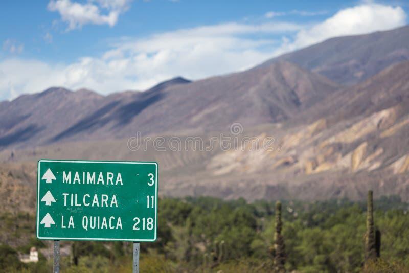 对Tilcara的定向在芸香40, Argen的路标和La Quiaca 图库摄影