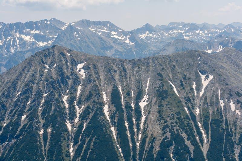 对Todorka峰顶的惊人的全景从Vihren峰顶, Pirin山 库存图片