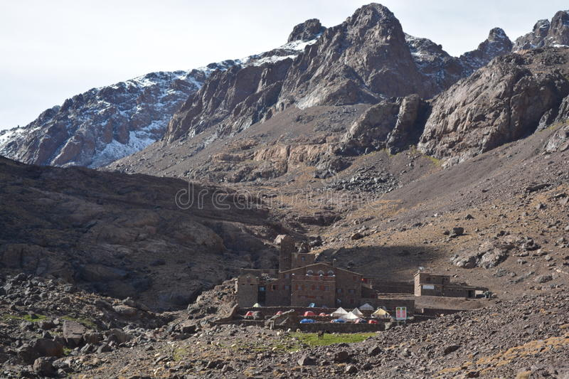 对toubkal的足迹从马拉喀什在摩洛哥 北非 库存图片
