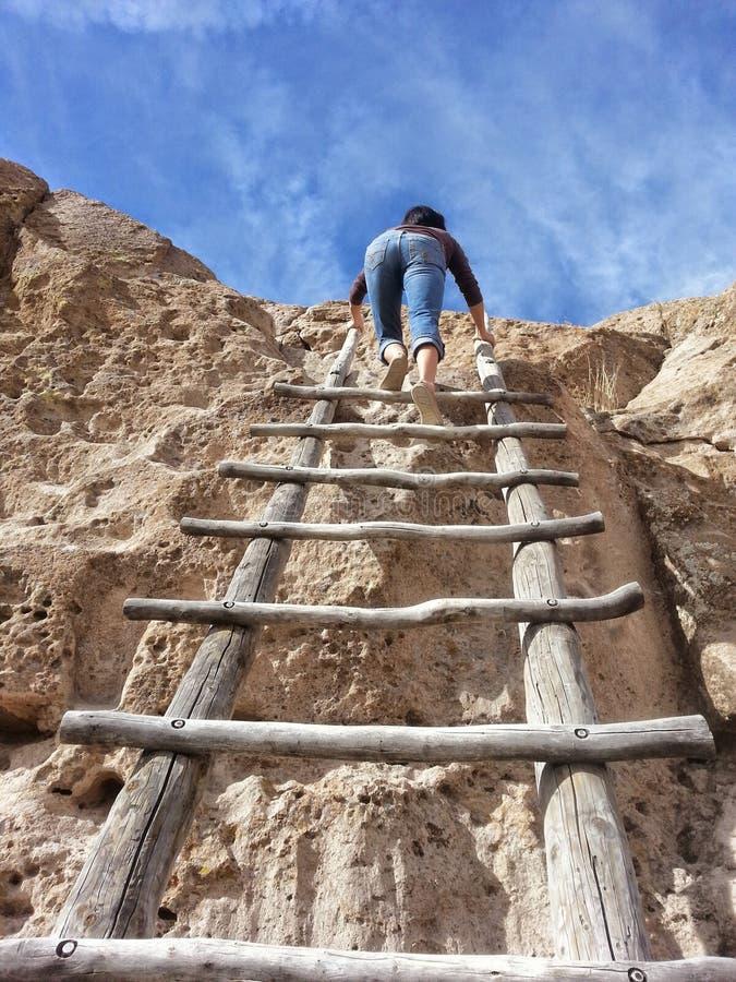 对Tsankawe镇新墨西哥的楼梯 免版税库存图片