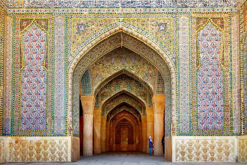 对Vakil清真寺的入口在设拉子 伊朗的古老建筑纪念碑 免版税库存图片