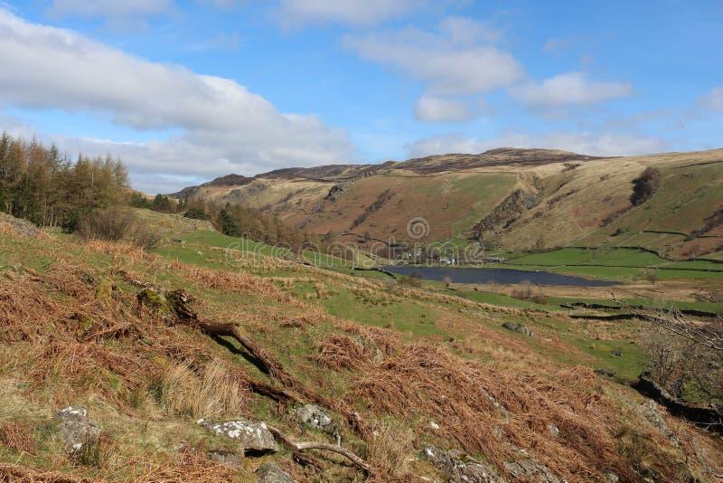 对Watendlath塔恩省和高位子, Cumbria的看法NE 免版税库存图片