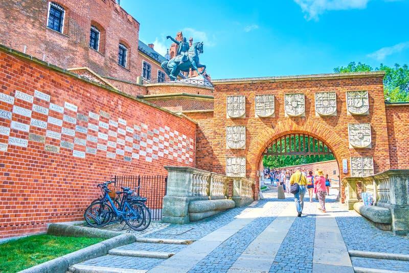对Wawel的主要门防御,克拉科夫,波兰 免版税图库摄影