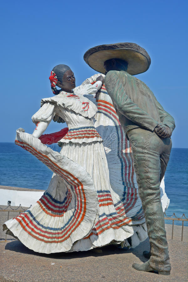 对Xiutla民俗的舞蹈家的古铜色雕象 图库摄影