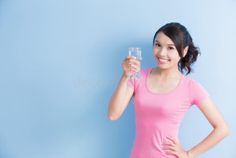 对yo的妇女微笑 免版税库存图片