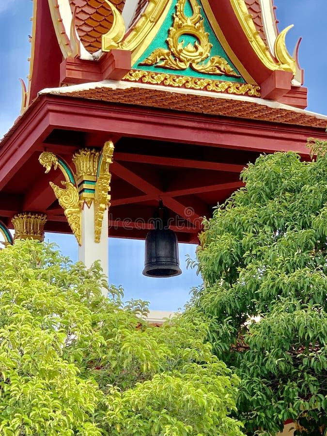 寺庙在泰国,告诉菩萨的时期,黑响铃,钟楼 免版税库存图片