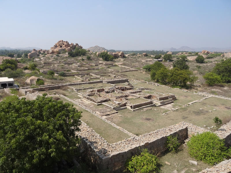 寺庙在Hampi附近保持 免版税库存照片