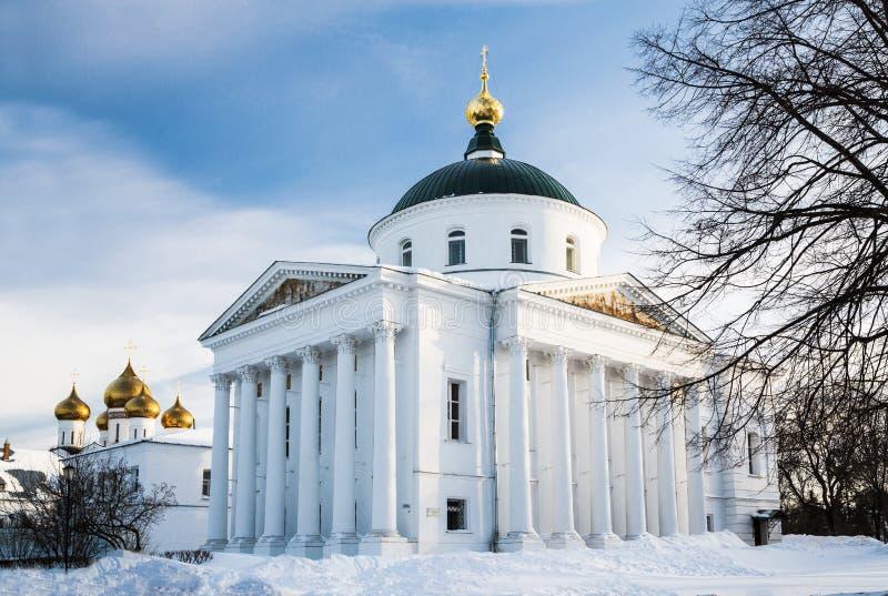 寺庙在城市的心脏码头的。 俄国, Yaroslavl。 库存图片